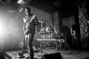 Elliot Holden performing live - photo by Libra Cordero