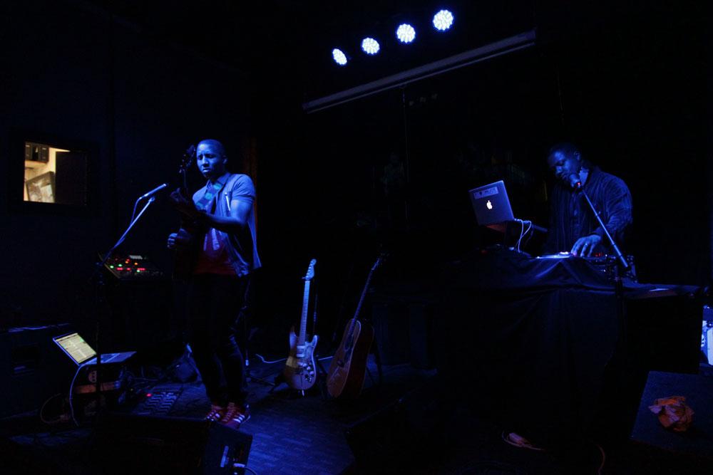 Elliot Holden and DJ VU - BQE Restaurant and Lounge - Urban Guitar Tuesdays (photo by Rudolph Horner)